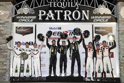 Победители в классе GTLM: Патрик Пиле, Ник Тэнди, Фредерик Маковецки, Porsche Team North America; в