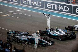 Льюис Хэмилтон и Валттери Боттас, Mercedes AMG F1 W08, Фелипе Масса, Williams FW40