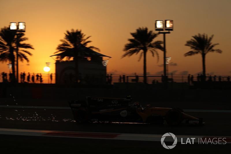 Carlos Sainz Jr., Renault Sport F1 Team RS17 saca chsipas