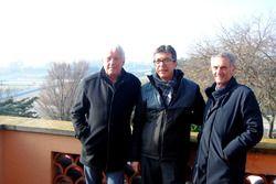Charlie Whiting, director de carrera de la F1, Aman Barfull, responsable del Circuit y Franco Uncini