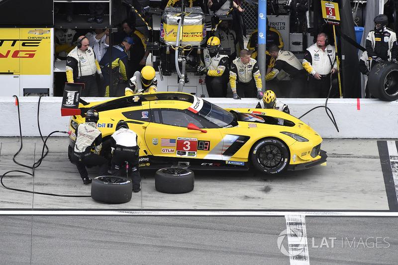 #3 Corvette Racing Chevrolet Corvette C7.R, GTLM: Antonio Garcia, Jan Magnussen, Mike Rockenfeller pit stop