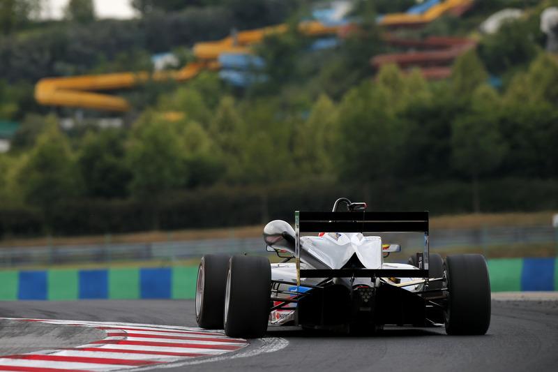 Alex Palou, Hitech Bullfrog GP Dallara F317 - Mercedes-Benz