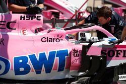 Sergio Perez, Force India VJM11, est ramené au garage