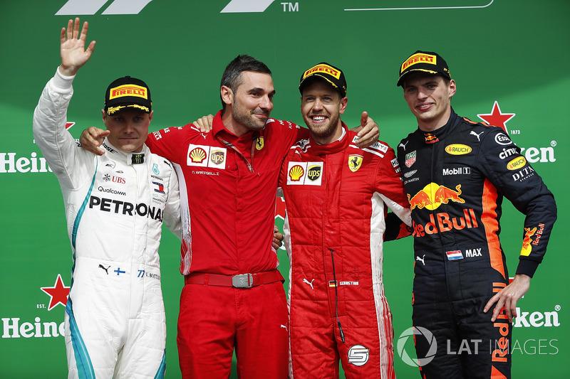 Sebastian Vettel, Ferrari, festeggia la vittoria sul podio con Valtteri Bottas, Mercedes AMG F1 e Max Verstappen, Red Bull Racing