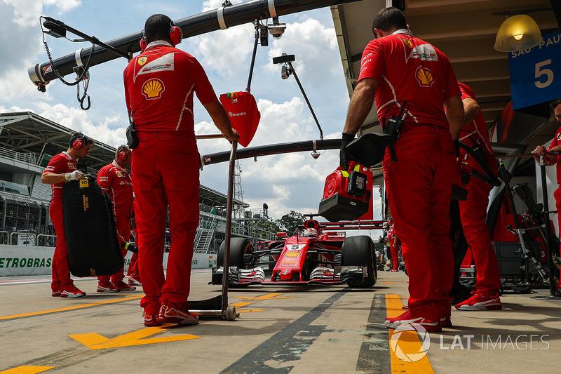 Sebastian Vettel, Ferrari SF70H pitstop