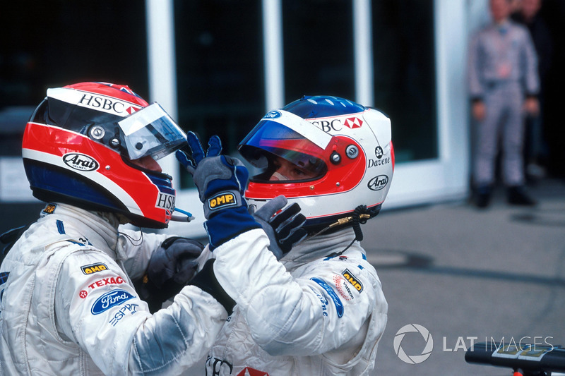Johnny Herbert and Rubens Barrichello celebra vitória Stewart Grand Prix