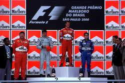 Podium: winnaar Michael Schumacher, Ferrari, tweede David Coulthard, McLaren, derde Giancarlo Fisich