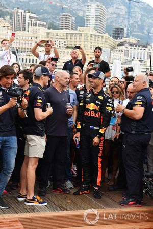 Max Verstappen, Daniel Ricciardo, Red Bull Racing, Adrian Newey, Red Bull Racing and Christian Horner, Red Bull Racing Team Principal at the Red Bull Racing Energy Station swimming pool
