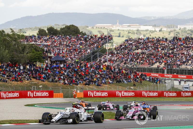 Charles Leclerc, Sauber C37, Esteban Ocon, Force India VJM11, Fernando Alonso, McLaren MCL33