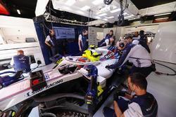 Robert Kubica, Williams FW41, w garażu