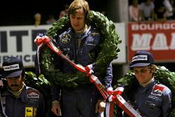 Подиум: победитель Гран При Франции Ронни Петерсон, Lotus, второе место – Ники Лауда, третье место – Клей Регаццони, Ferrari