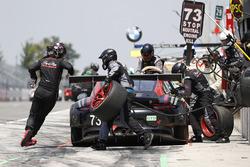 #73 Park Place Motorsports Porsche 911 GT3 R, GTD: Patrick Lindsey, Jörg Bergmeister, pit stop