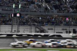 Elliott Sadler, JR Motorsports, Chevrolet Camaro Chevrolet ARMOUR Chili leads a restart