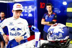 Pierre Gasly, Toro Rosso, nel garage