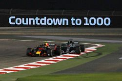 Contatto tra Max Verstappen, Red Bull Racing RB14 e Lewis Hamilton, Mercedes-AMG F1 W09 EQ Power+
