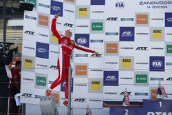 Podium: Race winner Ralf Aron, PREMA Theodore Racing Dallara F317 - Mercedes-Benz