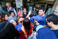 Nelson Piquet Jr., Jaguar Racing, firma autografi e si scatta foto con i fan