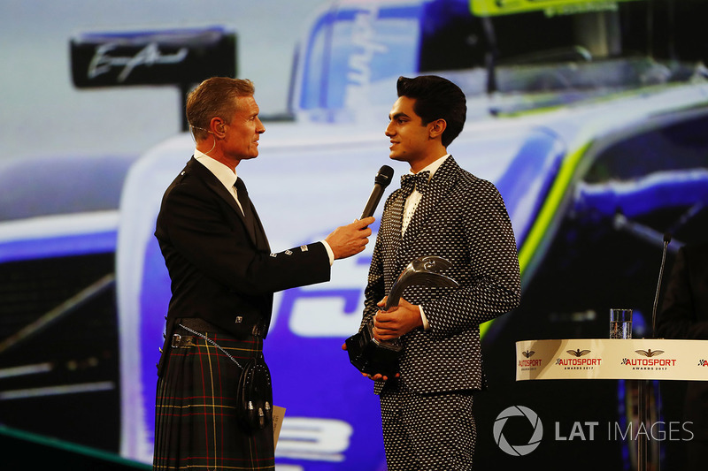 David Coulthard habla con Enaam Ahmed