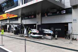 Mercedes AMG F1 pit box y pantallas de garaje