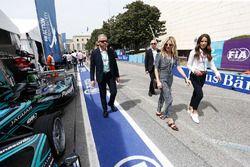 L'actrice Sienna Miller dans la voie des stands