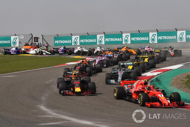 Старт гонки: Кими Райкконен, Ferrari SF71H