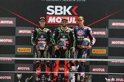 Le vainqueur Tom Sykes, Kawasaki Racing, le deuxième, Jonathan Rea, Kawasaki Racing, le troisième, Michael van der Mark, Pata Yamaha