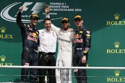 Daniel Ricciardo, Red Bull Racing, Lewis Hamilton, Mercedes AMG F1 and Max Verstappen, Red Bull Raci