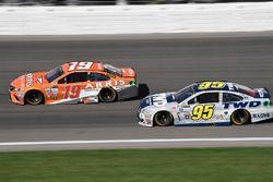 Даниэль Суарес, Joe Gibbs Racing Toyota и Майкл Макдауэлл, Leavine Family Racing Chevrolet
