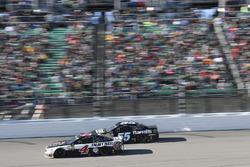 Кевин Харвик, Stewart-Haas Racing Ford и Грей Голдинг, Premium Motorsports Toyota