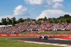Esteban Ocon, Force India VJM11, devant Sergio Perez, Force India VJM11