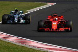 Sebastian Vettel, Ferrari SF71H ve Valtteri Bottas, Mercedes-AMG F1 W09