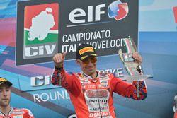 Podio: il vincitore Michele Pirro, Barni Racing