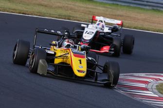 金丸悠(B-MAX RACING TEAM)と笹原右京(ThreeBond Racing)