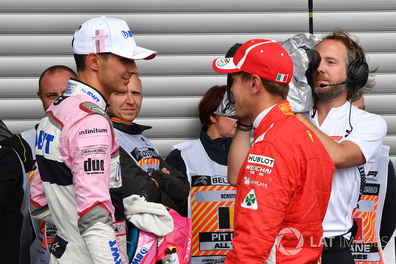 Esteban Ocon, Racing Point Force India F1 Team e Sebastian Vettel, Ferrari, nel parco chiuso