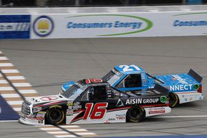 Fotofinish: 1. Brett Moffitt, Hattori Racing Enterprises, Toyota Tundra; 2. Johnny Sauter, GMS Racing, Chevrolet Silverado