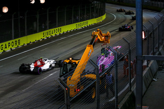 Charles Leclerc, Sauber C37 passes the crashed car of Esteban Ocon, Racing Point Force India VJM11