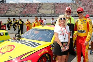Joey Logano, Team Penske, Ford Fusion Shell Pennzoil and guests