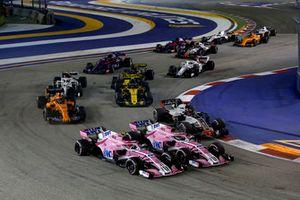 Esteban Ocon, Racing Point Force India VJM11 oraz Sergio Pérez, Racing Point Force India VJM11 walczą na starcie wyścigu