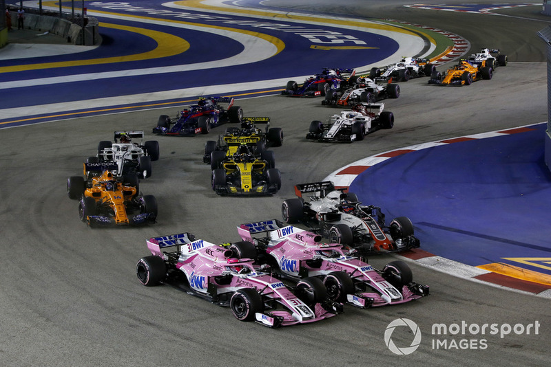 Esteban Ocon, Racing Point Force India VJM11 y Sergio Perez, Racing Point Force India VJM11 batalla al inicio