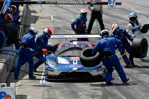 #67 Chip Ganassi Racing Ford GT, GTLM - Ryan Briscoe, Richard Westbrook, pit stop