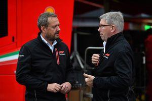 Ross Brawn, directeur de la compétition du Formula One Group et Steve Nielson, FOM