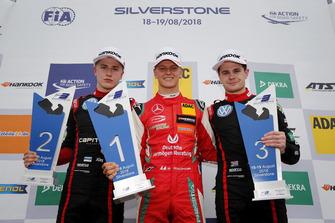 Podium: Racewinnaar Mick Schumacher, PREMA Theodore Racing Dallara F317 - Mercedes-Benz, tweede plaats Jüri Vips, Motopark Dallara F317 - Volkswagen, derde plaats Jonathan Aberdein, Motopark Dallara F317 - Volkswagen
