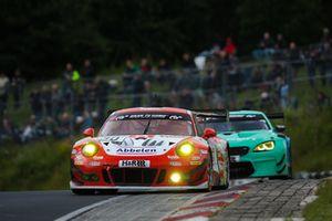 #30 Frikadelli Racing Team (Porsche 911 GT3 R: Klaus Abbelen, Sabine Schmitz, Alexander Müller