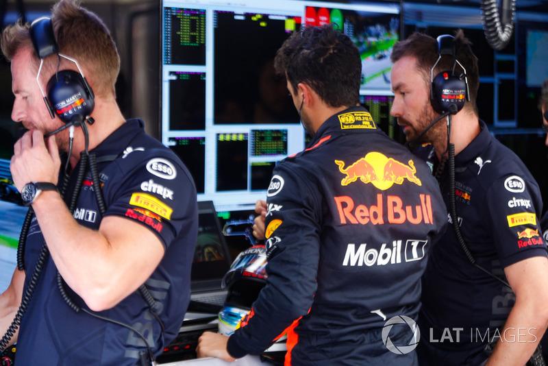Daniel Ricciardo, Red Bull Racing, in the garage