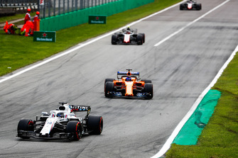 Lance Stroll, Williams FW41, leads Fernando Alonso, McLaren MCL33, and Kevin Magnussen, Haas F1 Team VF-18
