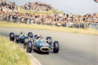 Jack Brabham, Brabham BT19 Repco leads Jim Clark, Lotus 33 Climax