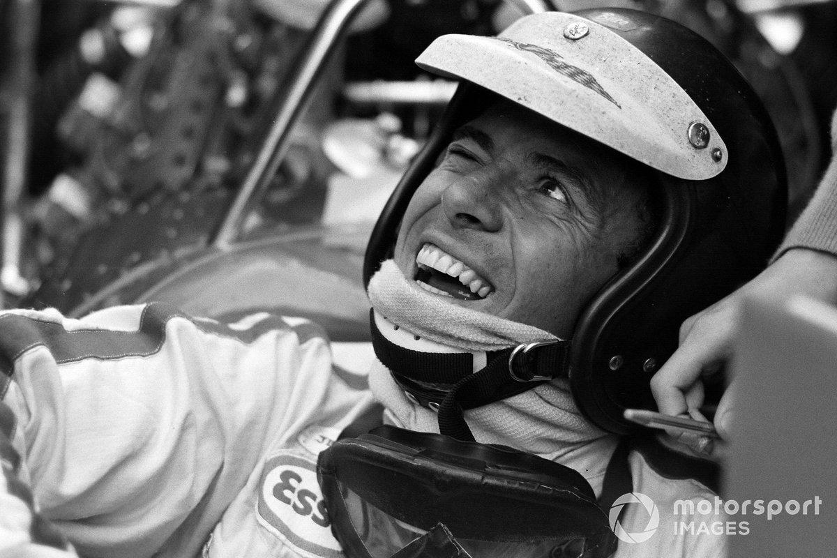 Кларк получил право стартовать с поула – уже в 31-й раз в карьере. Джим недавно перекрыл казавшийся вечным рекорд Фанхио по числу побед в квалификации и теперь едва ли не на каждом Гран При обновлял книгу достижений Ф1
