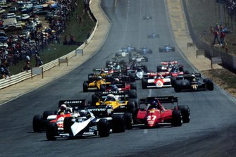 Ricardo Patrese, Brabham leads the field at the start