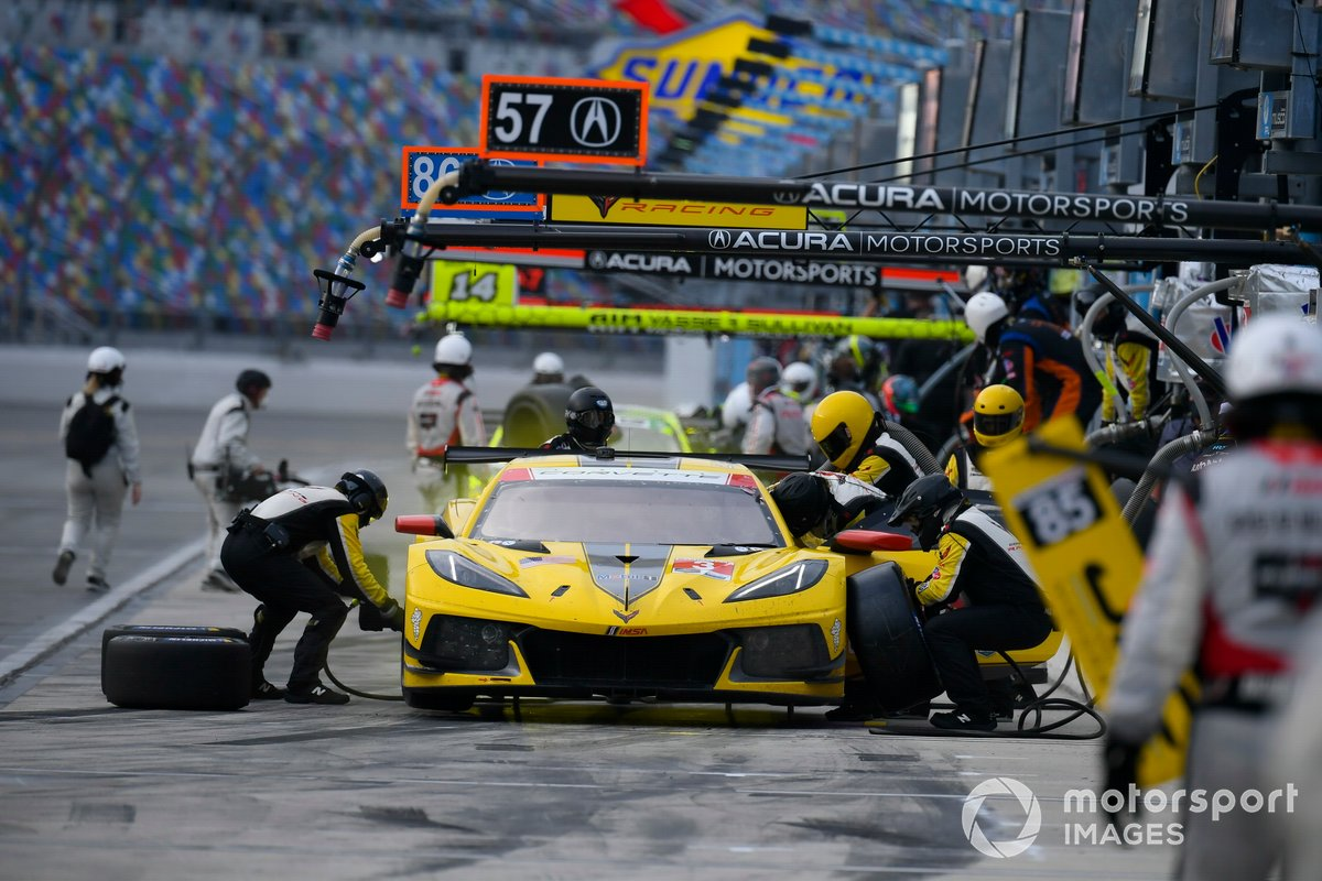 #3 Corvette Racing Corvette C8.R, GTLM: Antonio Garcia, Jordan Taylor pit stop