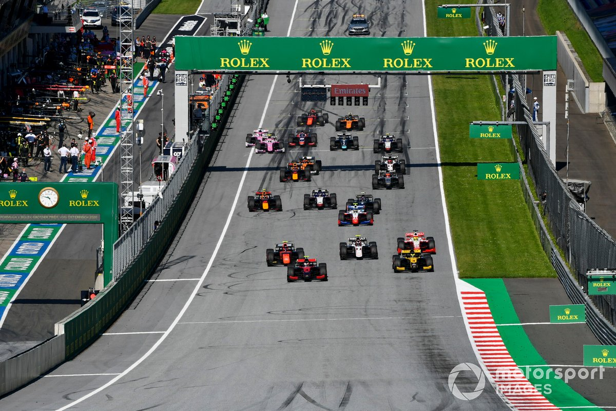 Arrancada Callum Ilott, UNI-Virtuosi, leads Guanyu Zhou, UNI-Virtuosi, Felipe Drugovich, MP Motorsport, Christian Lundgaard, ART Grand Prix, Mick Schumacher, Prema Racing